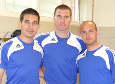 Наши футболни рефери ръководят мач при представянето на Франция преди Световното