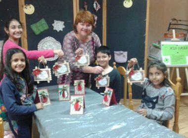 """Деца от Куклен стягат Коледна изложба  в своя """"Творческа работилница"""""""